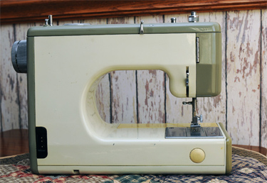 Sears Kenmore Portable Sewing Machine 158.10400